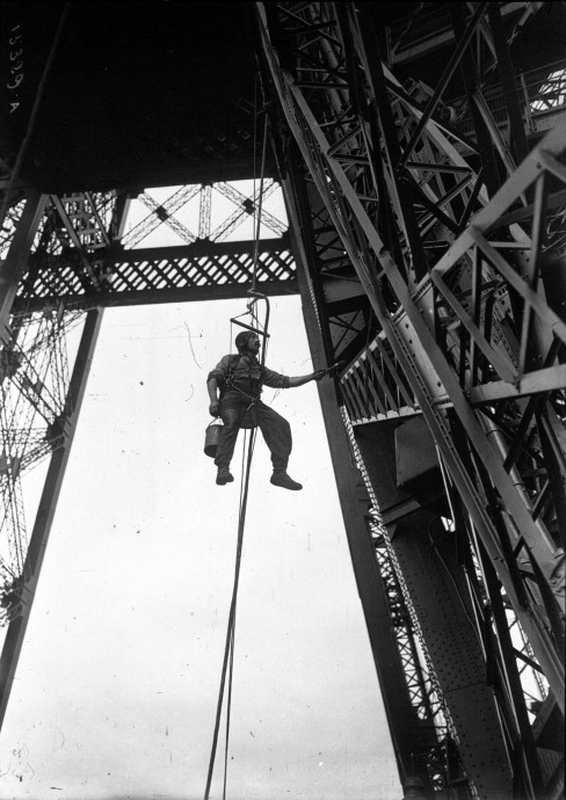 Painter working on the Eiffel Tower
