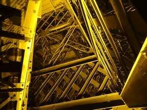 Interlocking beams between 1st and 2nd floor