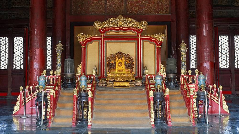 Thrones of the palace of heavenly purity