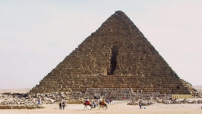 Nick of the Pyramid of Menkaure (click to enlarge)