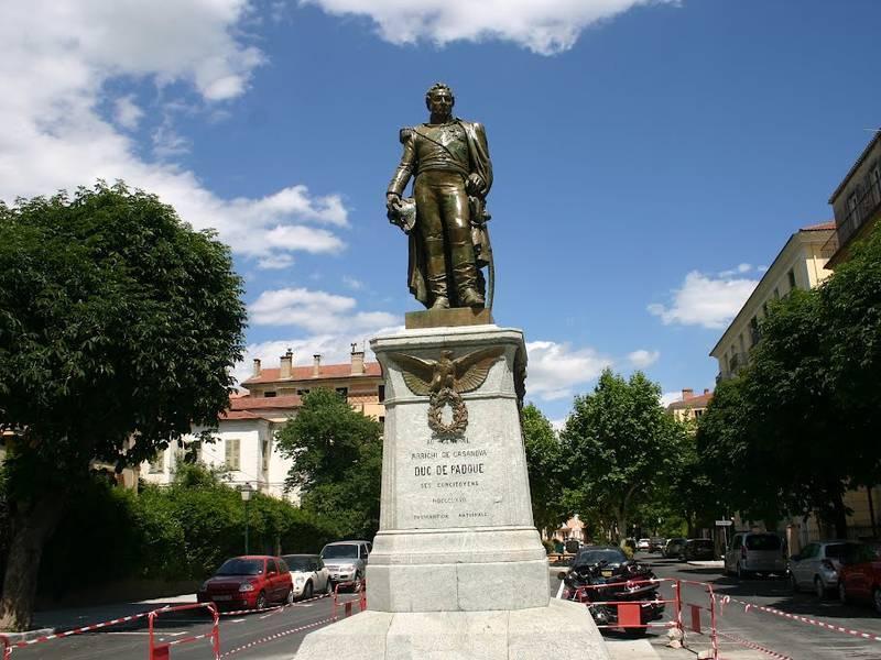 Statue of Arrighi de Casanova