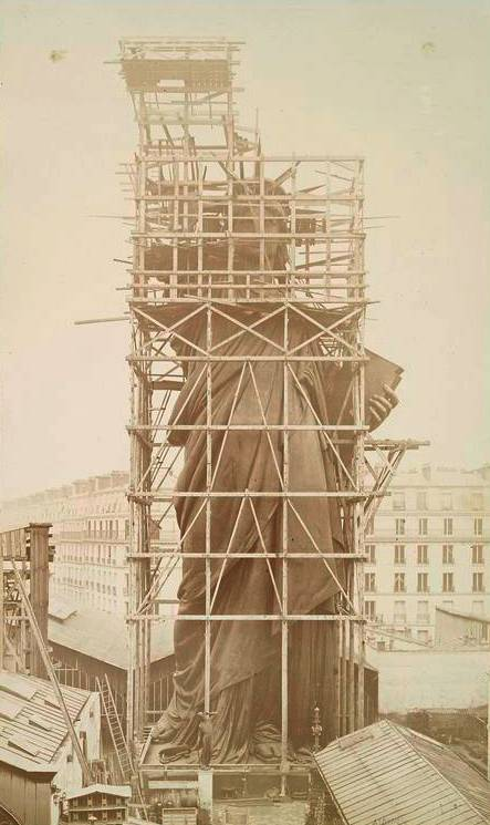 Structure of the statue in Paris