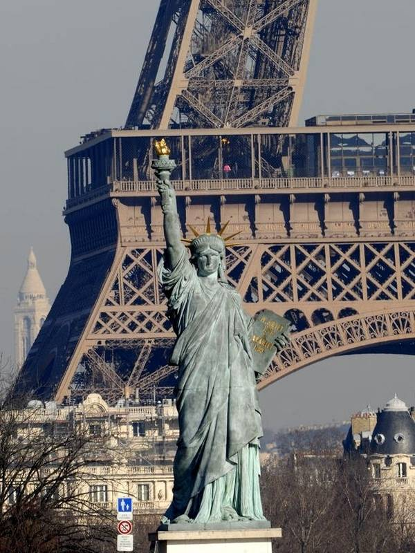 Assez Copy of the statue of Liberty of Island swans at Paris FP62