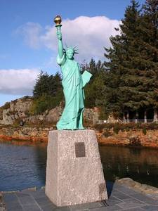 Replica of the statue of Liberty