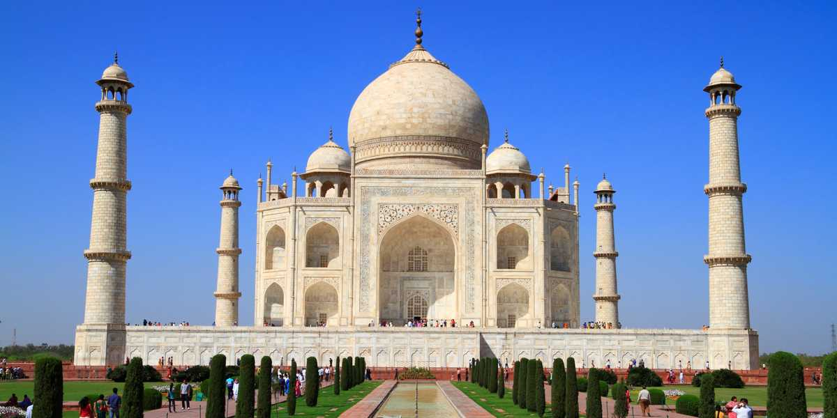 The mausoleum of Taj Mahal