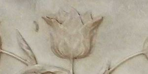 Tulips engraved on the mausoleum
